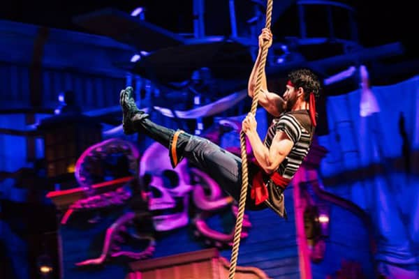 pirates voyage pigeon forge performers
